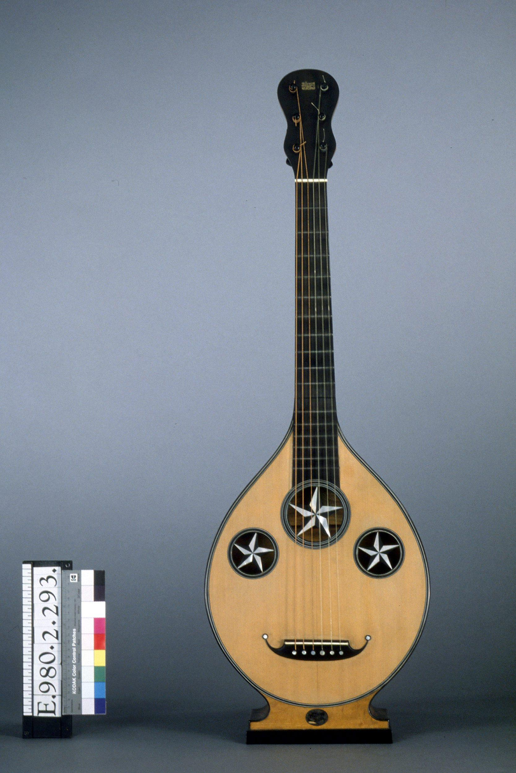 Guitare sur pied | René Lacote