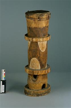 Tambour cylindrique sur pied mbejn | Anonyme