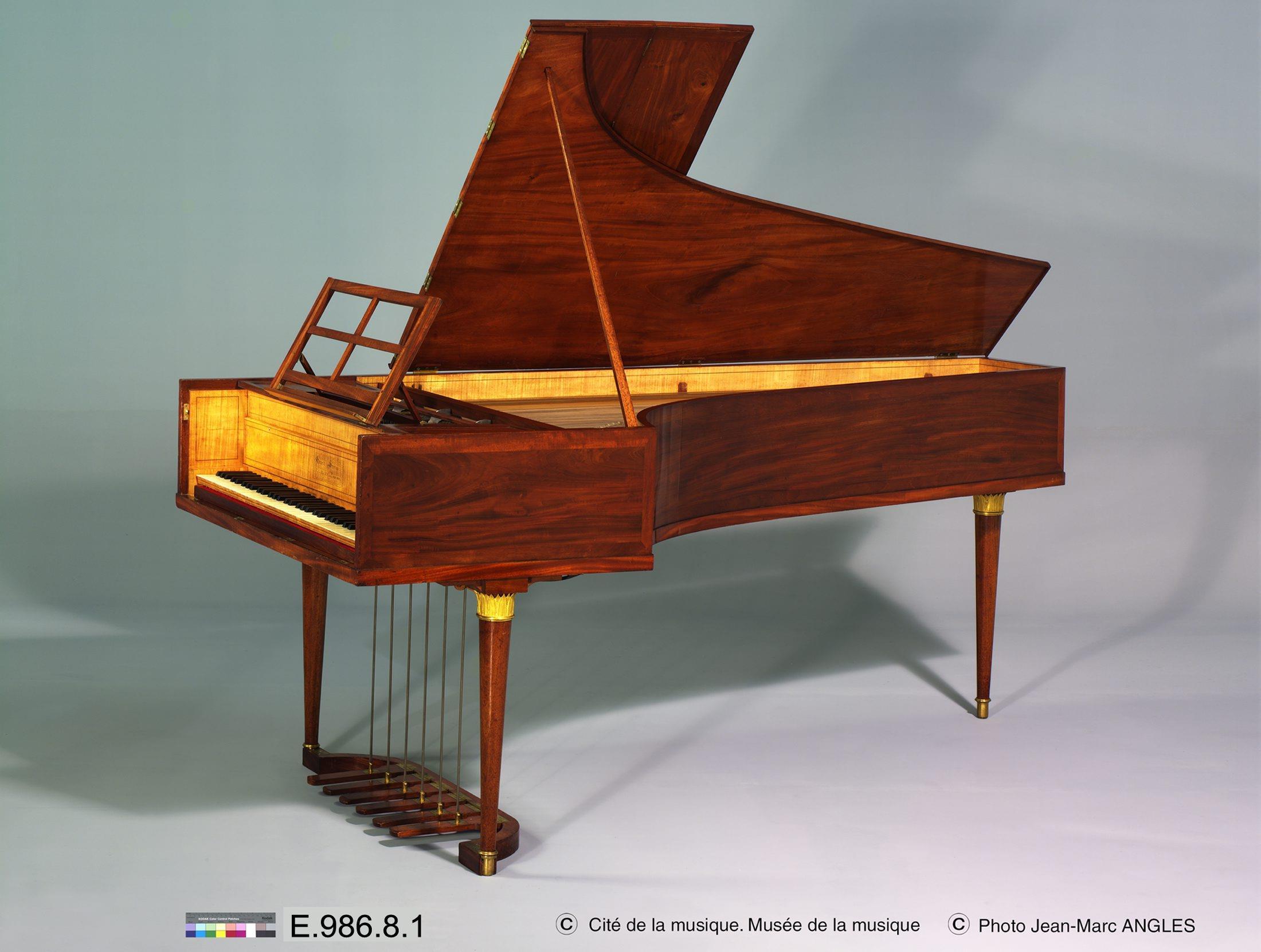 Piano à queue | Maison Erard