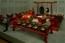 "Gamelan : métallophone ""slento"" ou ""saron demung"" appelé ""saron tetel"" grave   Anonyme"