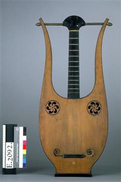 Guitare-lyre |  Lavigne