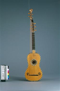 Guitare théorbée   Anonyme